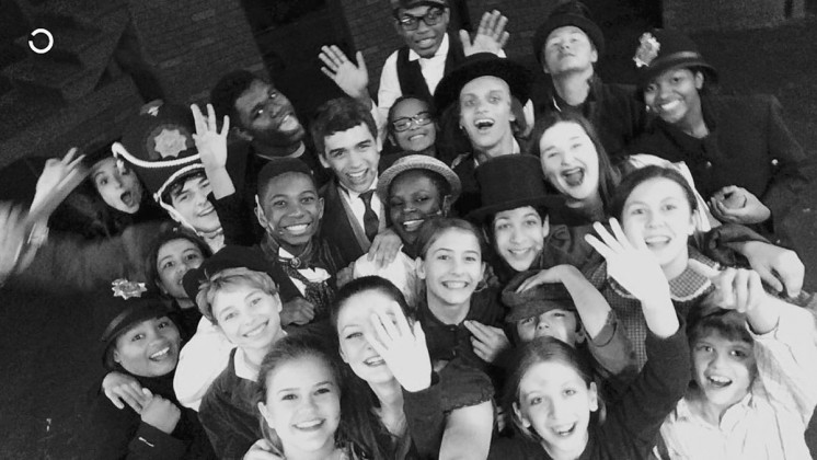 Cast and crew of Oliver selfie