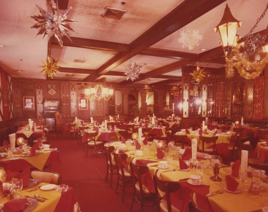 Look's Sir-Loin Inn dining room