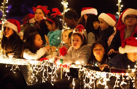 Bunker Hill students sing carols