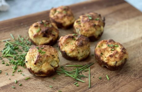 Low-Carb Quiche Biscuits with Bacon, Cheddar, and Chives